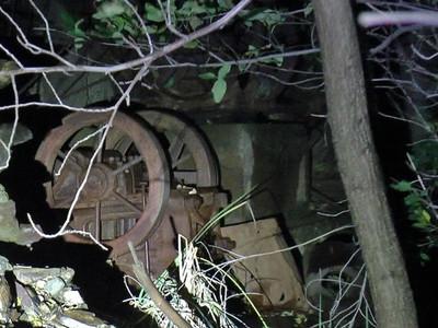 「誰呀誰呀?」男子隻身潛入廢棄礦坑 聽見詭異「爬說語」