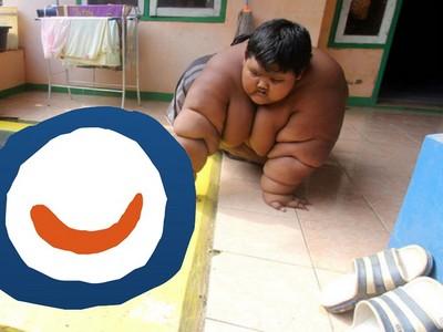 10歲胖弟200公斤吃到爸媽破產醫生放棄 洗澡還得爬到「這地方」