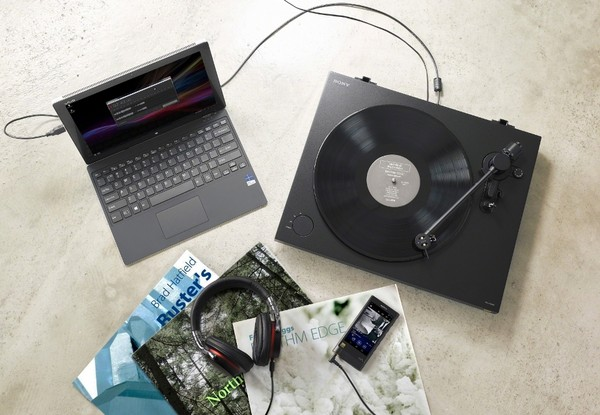 Sony 明日(12/13)將開賣首款支援 DSD 數位轉出的黑膠唱盤 PS-HX500。(圖/翻攝自官網)