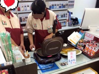 現煎蔥油餅30元!小7店員忙打蛋 網嘆:只差吞劍沒學了