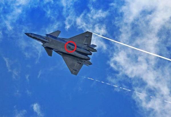 殲-20攜帶龍勃透鏡。(圖/翻攝自中共空軍網站)