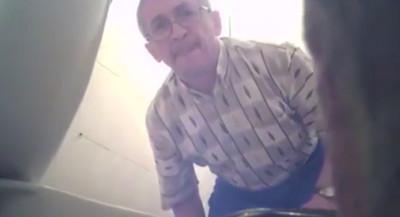 變態廁所裝針孔,結果拍到自己..然後他就被通緝了