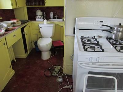 這裡聚集全家穢氣!廁所門沖到的身體部位都會生病
