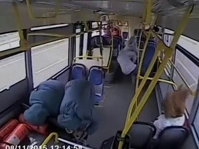 車禍瞬間人「炸裂噴出」!力道太強...乘客一人變成兩人