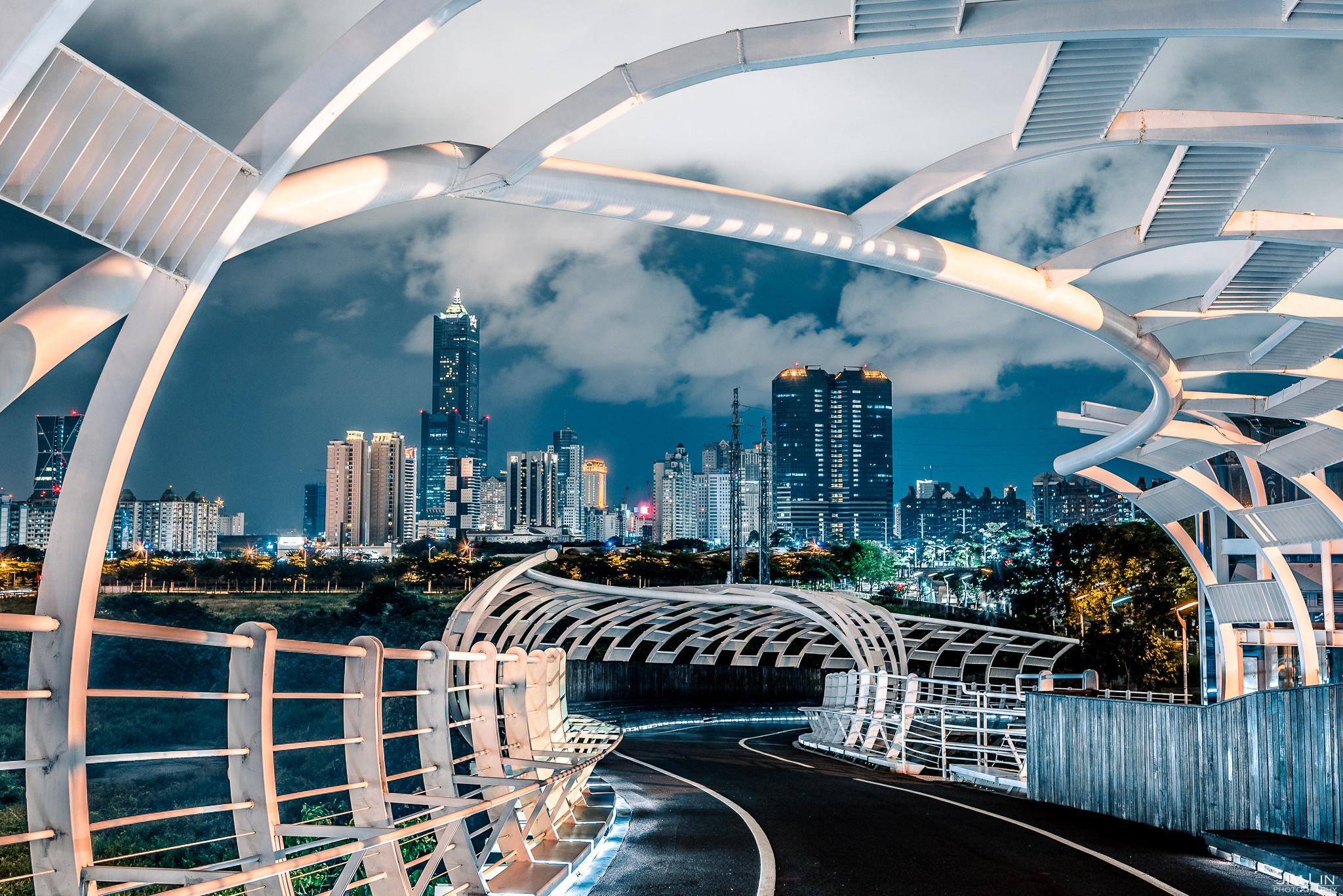 ▲全台最美「空中自行車道」 乘著晚風飽覽高雄港都夜景(圖/攝影師Jim Lin提供)