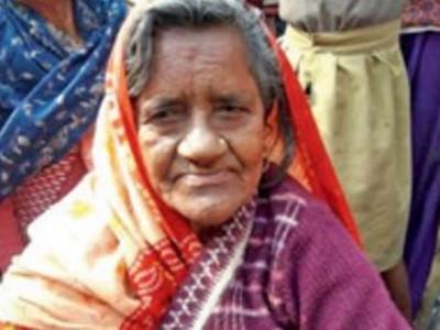 「被蛇咬死」丟進恆河,40年後她「死而復生」回到家庭