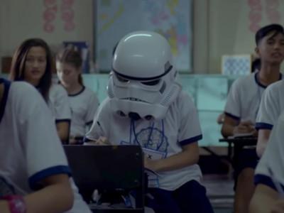 戴頭盔上學的怪女孩..結局是2016年「最感人廣告」