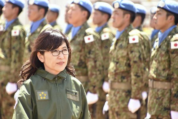 日本防衛大臣稻田朋美檢閱自衛隊時的畫面。(圖/達志影像/美聯社)