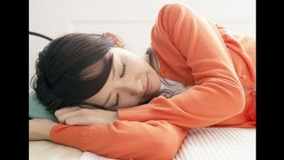 蜷縮身體睡覺的人容易想太多?睡姿讀出你的個性~