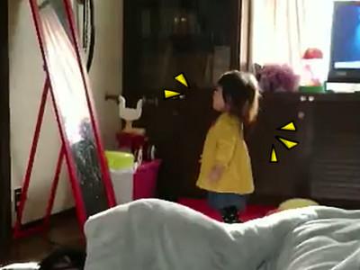 小女孩「超萌噴嚏」4秒就爆紅,居然被自己的噴嚏彈飛XDD