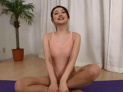 全身脫光裸體健身班!巨乳女教練:全裸才知「棒式」是否正確