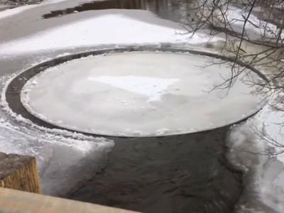 「浮冰圓盤」在河面持續旋轉,神奇物理現象在家也做得出來?