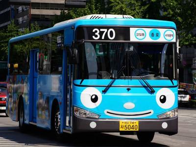 韓國搭公車遇到「被搶包包」別慌!背後用意其實很貼心:)