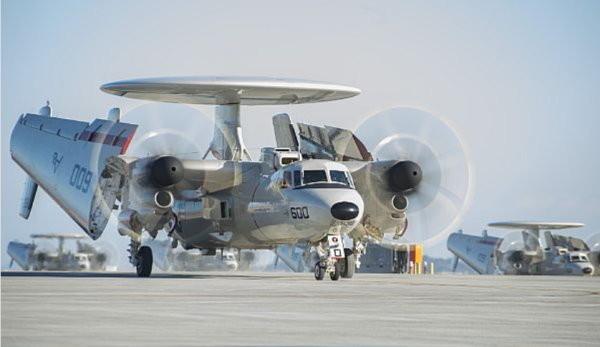 美國海軍最先進的E-2D先進鷹眼(Advanced Hawkeye)預警機。(圖/E-2D預警機翻攝自美國海軍官網)