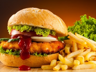 救命!「速食包裝」比垃圾食物本體還毒,科學家說再吃就要得癌症啦