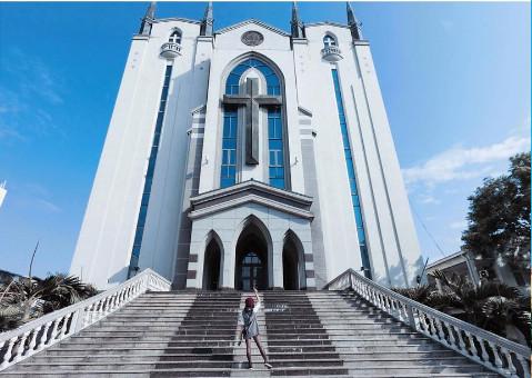 鳳山基督長老教會(圖/網友_deefood_提供,請勿隨意翻拍,以免侵權。)