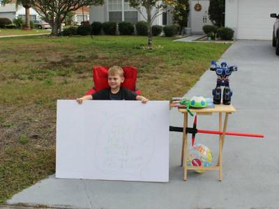 只因媽媽一句話,6歲暖孩擺攤「免費」贈送心愛玩具