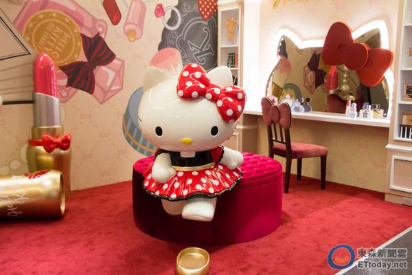 Hello Kitty Red Carpet美式餐廳。(圖/黃士原攝)