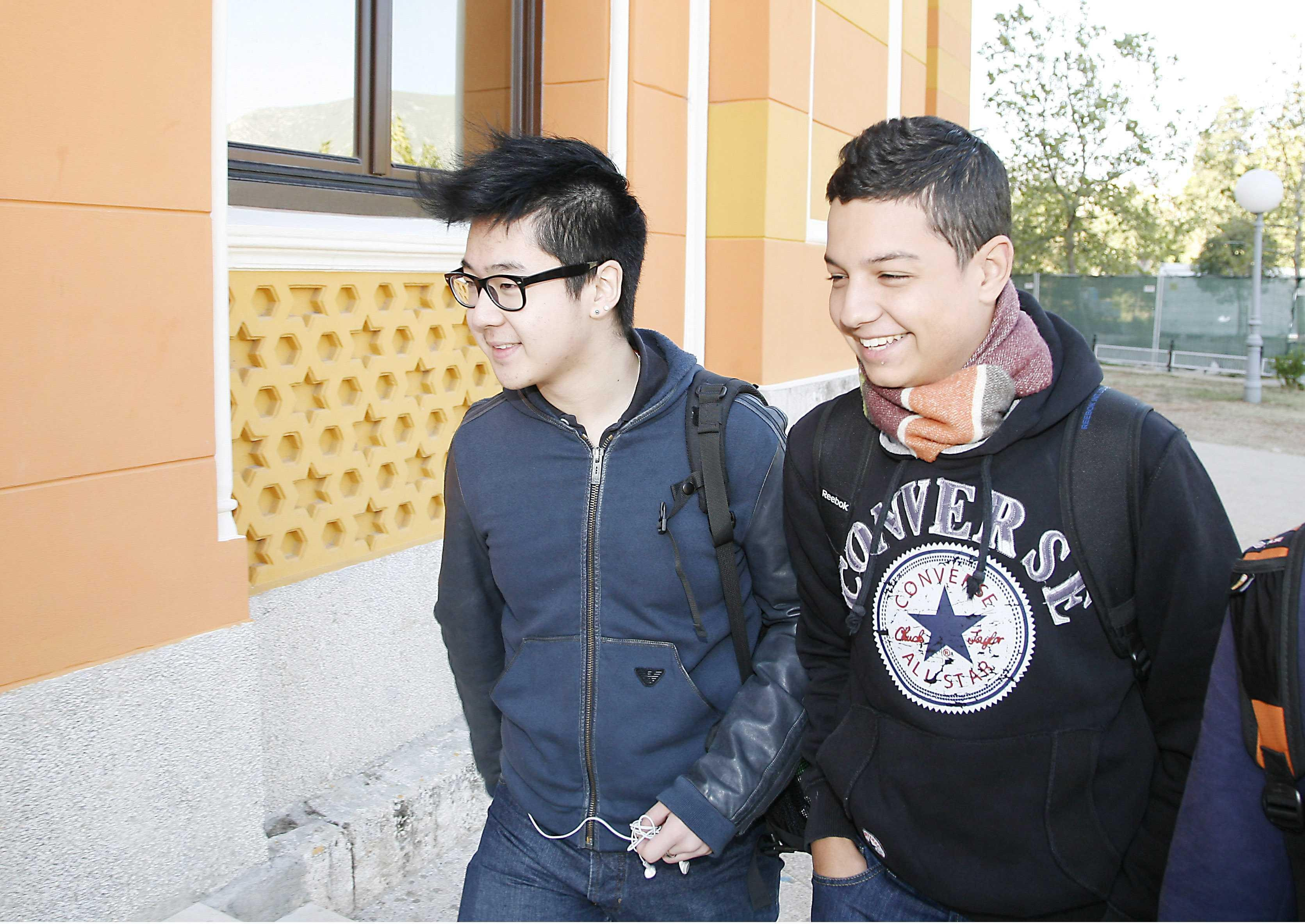 金韓松(左),2011年在波士尼亞和黑塞哥維納求學時照片。(圖/CFP)