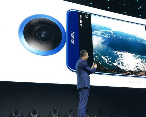 華為攜手 Insta360,推出 Honor VR 手機 360 配件。(圖/翻攝自 Insta360)