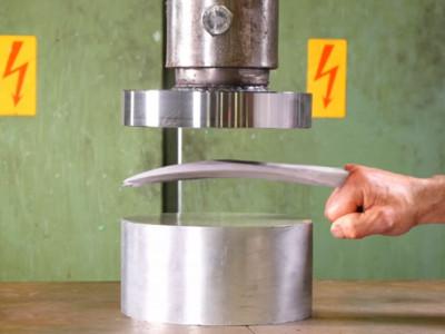 超不科學!液壓機對決「金鋼狼的爪子」,結果跟你想得一樣