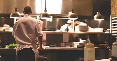 虧!餐飲業潛規則「排空班」 打工族:像薪水被偷走