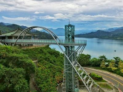 7樓高天空步道走向水色邊際!曾文水庫景觀塔360度絕美湖景