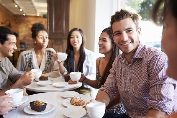 戀愛心理-男生認真聽,社交場合用這4招贏得女生好感!