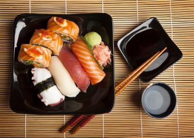 生魚片是否新鮮看「顏色」 紅肉魚變「褐」就別吃!