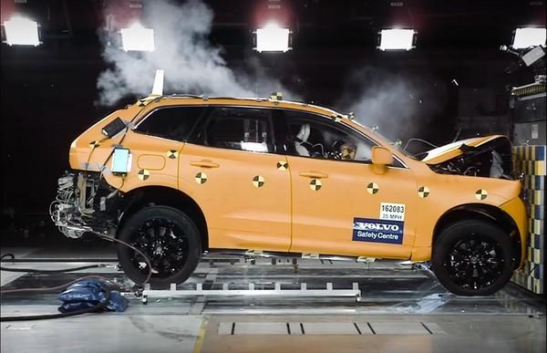 行動堡壘是這樣「撞」出來的!Volvo公布XC60原廠撞擊測試影片(圖/翻攝自Volvo Youtube)
