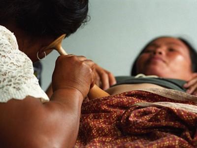 感人!懷孕「要生了」倒地無法動彈..路邊乞丐為她接生救兩命