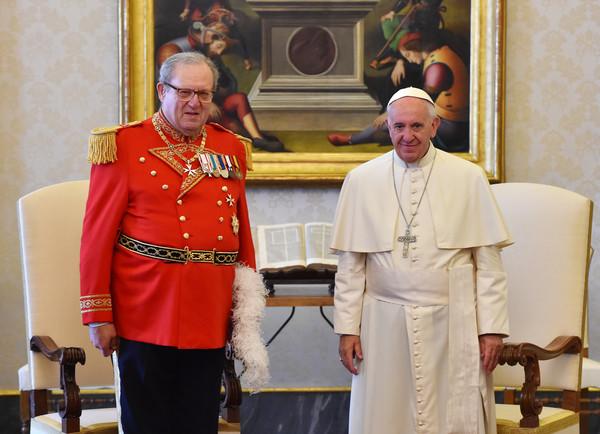 馬爾他騎士團大教長費斯汀(Matthew Festing)2016年6月與教宗會面。(圖/達志影像/美聯社)