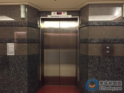 鄰居故意不共乘電梯傷透他 網淡回2字