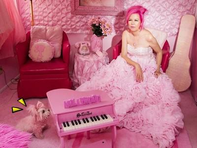 「Pink狂女」沒看到粉紅色會森77!連愛犬毛都被染粉粉