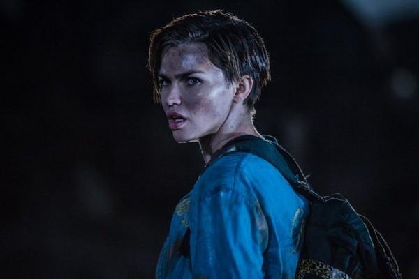 Resident Evil The Final Chapter Abigail Featurette: 「最帥女人」露比蘿絲有6塊肌! 和女友滾草地曬激情