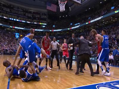 NBA最落漆衝突場面!Ibaka揮拳落空 只好幫對手梳爆炸頭