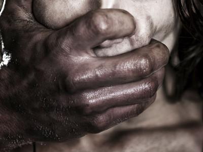 心靈成長「私處滴蠟油」,神棍靠這6招讓女學員脫衣就範