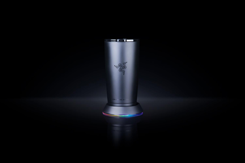 Razer超瞎趴炫光LED馬克杯再度現身,玩遊戲就免費送。(圖/翻攝自官網)