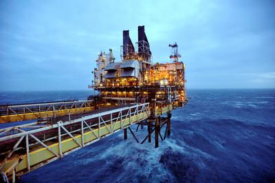 國際油價略下跌 但仍接近4年來新高