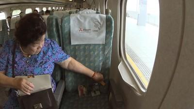 多買1張票!阿嬤留「靠窗空位」帶老伴搭高鐵 體貼舉動逼哭網友
