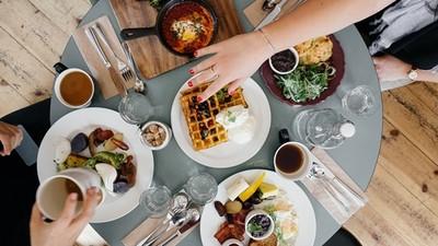 【測驗】跟暗戀的人聚餐同桌,選坐哪看你的追愛積極度