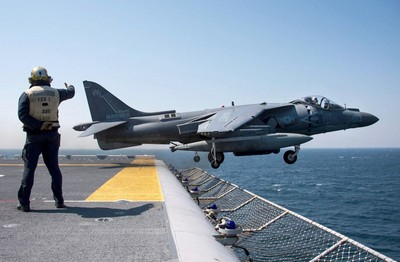 美AV-8B「海獵鷹」戰機墜毀!飛官彈射逃生