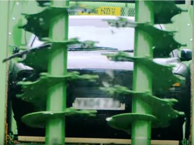 矛盾對決「Volvo vs. 農業碾肥機」!車界3310會就此被碾爛嗎?
