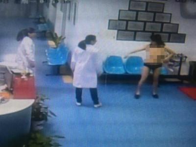 隆胸手術後事業「沒起色」...38歲婦人裸奔回原廠嗆聲