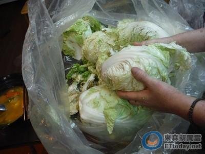 出來面對!富民路攤商涉賣「垃圾菜」 衛生局稽查再撲空