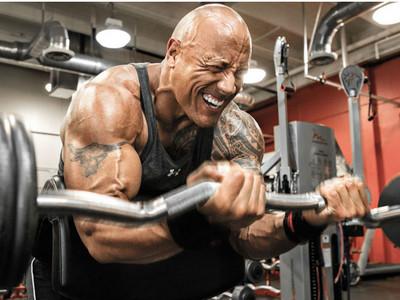 巨石強森超越人類極限「健身菜單」,比《玩8》還唬爛!