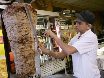 不忍「沙威瑪」遭割肉虐待 他提案禁販售結果被打槍
