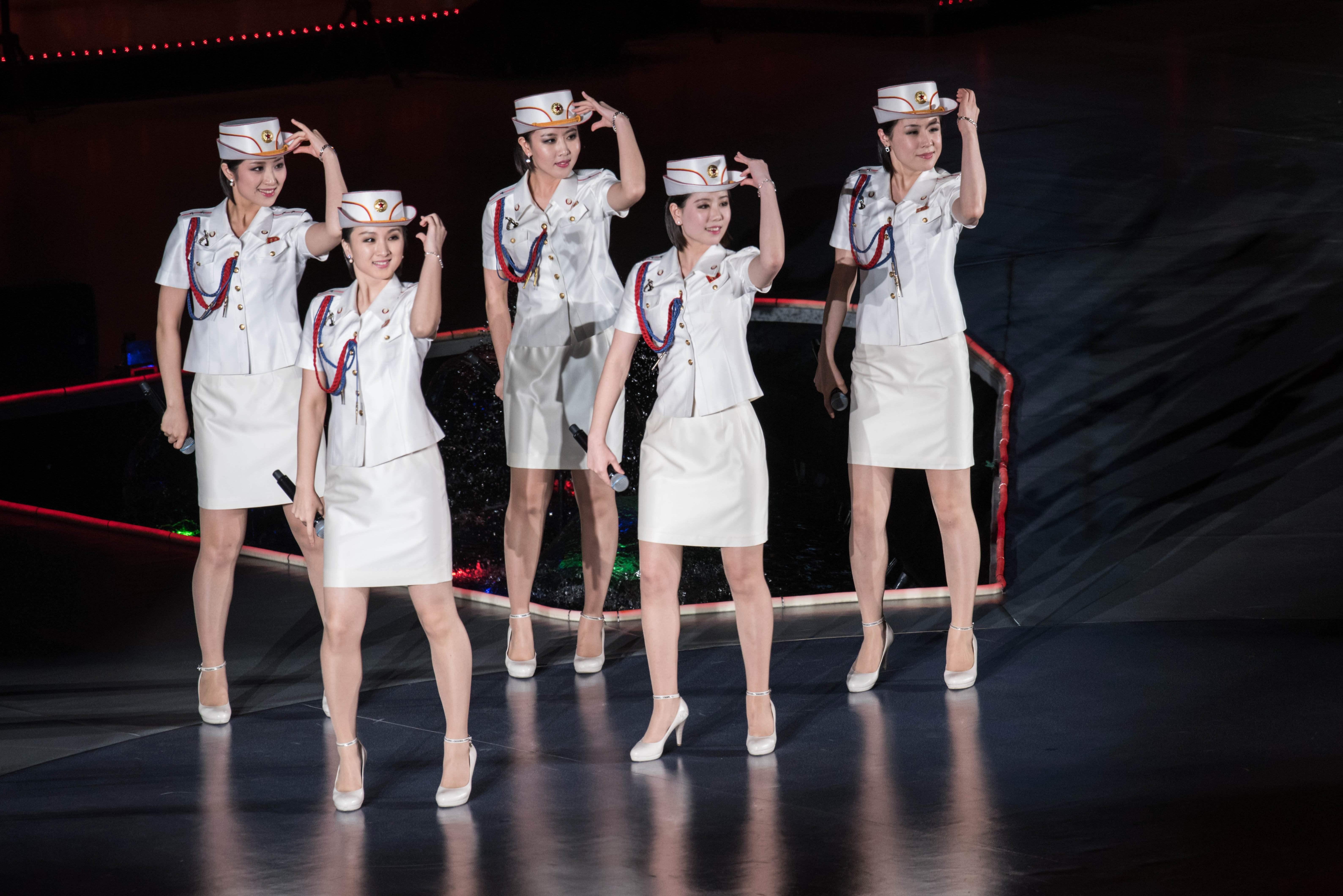 ▲北韓第一夫人李雪主與牡丹峰樂團的「短裙」穿著,引起大眾模仿熱潮。(圖/CFP)
