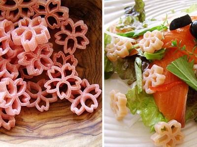 美得有點怪!「櫻花義大利麵」你想試試嗎?
