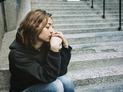 沉默寡言只是不想讓人看穿自己,「無口」性格的10大特徵